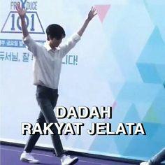 Memes Funny Faces, Funny Kpop Memes, Exo Memes, Cute Memes, Stupid Memes, Funny Tweets Twitter, K Meme, Drama Memes, Cartoon Jokes