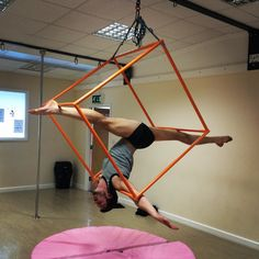 Jane at @heavenly_fitness let me play on her cube (not a euphemism). Let's just say the dismount needs some work (splat). #aerialnation @aerialnation #maleaerialist #boyswhostretch #legsfordays #splits #aerialsplits #aerialcube #circusboy #splitschallenge #flexibleboys