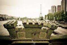 Paris au printemps ! // Spring in Paris un ciel bas, prémisse d'orage ... Paris avant la pluie ! // low clouds, stormy premise ... Paris before the rain ! © S. Loyauté-Peduzzi - http://shop.sloyaute-peduzzi.com  #photo #photodart #photographie #photography #Paris #PontMirabeau #TourEiffel #Beaugrenelle #spring #printemps #googleplusphotos