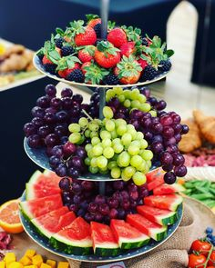 Fruit Buffet, Fruit Dishes, Party Buffet, Fruit Recipes, Appetizer Recipes, Appetizers Kids, Wedding Appetizers, Detox Recipes, Healthy Fruits