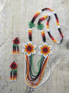 Miryam's Huichol beaded necklace por ArtesaniasBatyah en Etsy