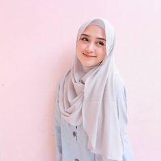 Anggian Rini Model Hijab Cute - Hijab Molek Beautiful Hijab Girl, Beautiful Muslim Women, Beautiful Girl Image, Hijabi Girl, Girl Hijab, Hijab Wear, Hijab Outfit, Nude Scarves, Hijab Style Tutorial