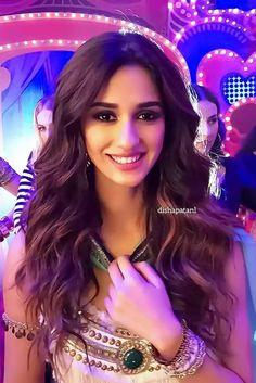 Disha Patani Beautiful Bollywood Actress, Beautiful Indian Actress, Indian Bollywood, Bollywood Fashion, Indian Film Actress, Indian Actresses, Beautiful Models, Gorgeous Women, Kiara Advani Hot