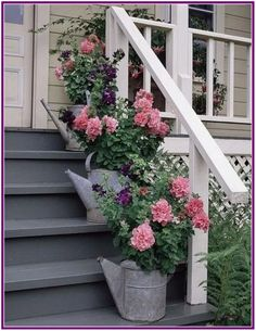 Watering Can Planters. I would use different style watering cans but I think this whole concept would look good on the front steps Beautiful Gardens, Beautiful Flowers, My Secret Garden, Garden Planters, Diy Planters, Outdoor Planters, Planter Ideas, Porch Planter, Porch Garden