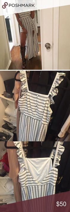 Split maxi dress Size small but i feel like it runs a little bit big. Worn once and it has no flaws. I am selling because i am not into maxidresses. It hast shorts underneath. Dresses Maxi
