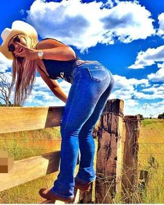 Image may contain: one or more people, people standing, cloud, shoes, sky and outdoor Cute Country Girl, Real Country Girls, Country Style Outfits, Country Women, Southern Girls, Sexy Cowgirl Outfits, Vaquera Sexy, Cowboy Girl, Redneck Girl