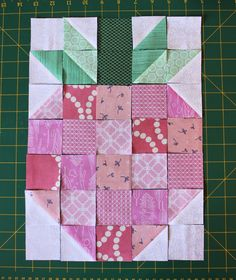 Skyberries Handmade: Strawberry Block - A Tutorial Sampler Quilts, Scrappy Quilts, Easy Quilts, Mini Quilts, Quilting Projects, Quilting Designs, Sewing Projects, Sewing Machine Quilting, Machine Embroidery Applique