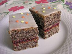 Joghurt - Mohnkuchen, ein leckeres Rezept mit Bild aus der Kategorie Kuchen. 102 Bewertungen: Ø 4,5. Tags: Backen, einfach, Kuchen, Schnell