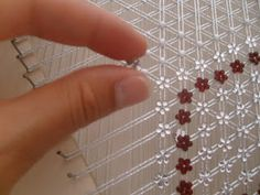 Way Action Mattress beads in a loom easy Jaddaaa the Almighty - Page 2 Creative Crafts, Diy Crafts, Bead Bowl, Weaving Loom Diy, Tambour Beading, Embroidery Fabric, Disney Diy, Holiday Ornaments, Free Sewing