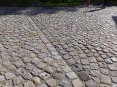 Pavés grès de Fontainebleau ; Format 15x15x15 ; Aménagement d'une cour chez un particulier en pavés de récupération ; Réf : PF07