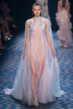 NY- reminds me again of an old Barbie i had, love it. Marchesa Spring 2017 Ready-to-Wear Fashion Show - Annika Krijt