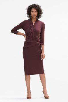 The work dress code can sometimes be hard to figure out. See my 5 tips on cracking the work dress code that will have you excited to get ready each day. Business Professional Outfits, Professional Wardrobe, Business Attire, Business Casual, Work Attire Women, Dresses For Work, Dresses With Sleeves, Basic Outfits, Work Outfits
