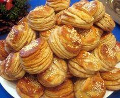Burgonyás-töpörtyűs leveles pogácsa Baking And Pastry, Pretzel Bites, Almond, Cooking Recipes, Bread, Dishes, Cookies, Desk, Foods