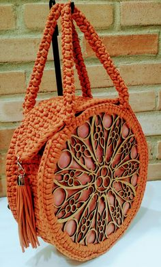 , You are in the right place about crochet blanket patterns Here we offer you the most beautiful pictures about the crochet stitches you are. Bag Crochet, Crochet Shell Stitch, Crochet Handbags, Crochet Purses, Crochet Stitches, Diy Sac, Round Bag, Boho Bags, Crochet Blanket Patterns