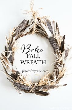 This is a gorgeous fall wreath. If you like bohemian style, this is for you… This easy and simple feather wreath is so gorgeous.:-) It's beautiful, and can be used any time of the year. Diy Fall Wreath, Fall Wreaths, Door Wreaths, Wreath Ideas, Fall Garland, Feather Wreath, Feather Crafts, Crafts With Feathers, Fall Home Decor