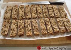 This is a delicious alternative to the bought cereal bars from the supermarket. This homemade bars recipe is packed with the goodness of seeds and. Greek Desserts, Easy Desserts, Delicious Desserts, Yummy Food, Tsoureki Recipe, Healthy Biscuits, Biscuit Bar, Healthy Bars, Healthy Eating