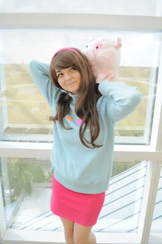 Disney Cosplay Mabel Pines and Waddles cosplay from Gravity Falls. Gravity Falls Costumes, Gravity Falls Cosplay, Disney Cosplay, Mabel Cosplay, Amazing Cosplay, Best Cosplay, Cool Costumes, Cosplay Costumes, Halloween Cosplay