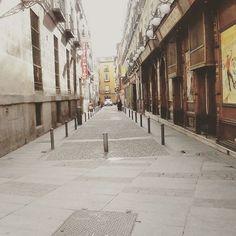 Caminos ... #caminos #madrid #callesdemadrid #love #lovelycity #street  #onmyway  #picture #instawalk #instamoment #spain