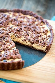 14. No-Bake Chocolate Peanut Butter Tart #healthy #chocolate #dessert #recipes http://greatist.com/eat/healthy-chocolate-recipes-that-prove-store-bought-sweets-are-overrated