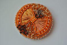 Naranja Broche bordado del grano con lazo de seda Shibori Por Carramela