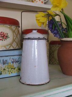 Vintage white enamel French milk can Vintage Furniture, Painted Furniture, Pastel, Milk Cans, White Enamel, Vintage Books, Country Style, Kitchenware, Spring