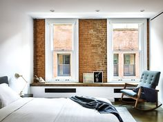 En el cuarto de invitados, el sillón fue diseñado por Jens Risom. | Galería de fotos 9 de 12 | AD MX