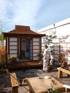 Japanese tea house...in your own garden!!! I soooooo want one of these!!!