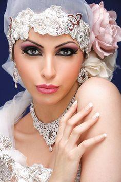 New Arabic Bridal Makeup Articles Ideas Bridal Beauty, Bridal Makeup, Kylie Jenner, Eyeliner Techniques, Makeup Articles, Arab Wedding, Wedding Hair, Simple Eyeliner, Makeup Tutorial Step By Step