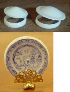 Miniature Trash to Treasure - Plastic pull rings from juice cartons transformed into a plate with a printie glued on. Fairy Furniture, Barbie Furniture, Miniature Furniture, Dollhouse Furniture, Furniture Chairs, Miniature Kitchen, Miniature Crafts, Miniature Dolls, Dollhouse Tutorials