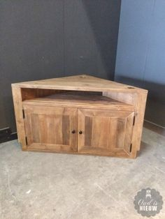 Hoekmeubel, TV-meubel naturel steigerhout. @Oudisnieuw @Biddinghuizen