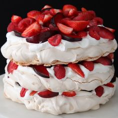 Food Discover Pavlova Berries And Cream Cloud Cake Just Desserts Delicious Desserts Yummy Food Mothers Day Desserts Sweet Recipes Cake Recipes Dessert Recipes Kiwi Recipes Macaroon Recipes Just Desserts, Delicious Desserts, Yummy Food, Meringue Desserts, Mothers Day Desserts, Chocolate Meringue, Meringue Cookies, Dessert Chocolate, Baking Cookies