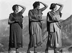 Ο ΚΟΣΜΟΣ ΜΟΥ: ΟΙ ΦΩΤΟΓΡΑΦΙΕΣ ΤΗΣ ΝΕLLY'S Interwar Period, National Geographic, Two By Two, Statue, Artist, Photography, Dancers, Fictional Characters, Theatre