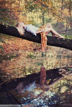 That can't be comfortable or safe but GORGEOUS.  And the reflection!