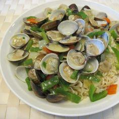 鮮蜆手打麵 Fried Fresh clams on bed of handmade noodle