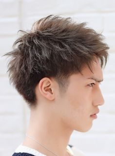 A list of easy hair tips that helpful to any modern man willing to get a nice hairdo. we know a thing about taking care of our hair, find some ideas here. Asian Men Hairstyle, Asian Hair, Boy Hairstyles, Curled Hairstyles, Medium Hair Styles, Short Hair Styles, Hair Designs For Men, Shaved Hair Designs, Classic Haircut