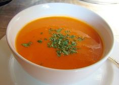 These 3 quick and easy soup recipes can be prepared in 30 minutes or less. They are perfectly delicious for cold winter nights! Tomato Soup Recipes, Easy Soup Recipes, Crockpot Recipes, Quick And Easy Soup, Healthy Recipes For Weight Loss, Lunches And Dinners, Food Videos, Easy Meals, Yummy Food