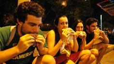 La ciudad de Córdobaserá sede de parrillas humeantes, chorizos, pan y chimichurri. Se trata de la 3era edición del Festival Mundial del Choripan en donde habrá stands de todo el país ofreciendo sus productos. Este sábado se festejará en la ciudad de Córdoba el 3° Festival Mundial del Choripán.La fiesta se desarrollará en el céntrico …