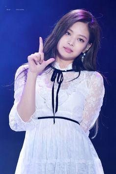 Kpop Girl Groups, Korean Girl Groups, Kpop Girls, South Korean Women, Korean Beauty Girls, Pink Instagram, Jennie Kim Blackpink, Kim Jisoo, Blackpink Fashion