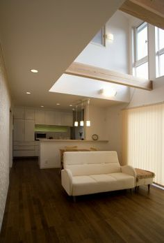 吹き抜けリビングの明るく開放感ある家