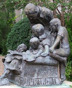 Reading Family statue in Smithfield NC made by Frank Creech