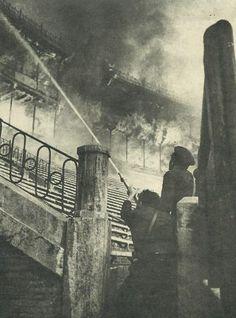 VALENCIA EN BLANCO Y NEGRO / vintage photography / 1946 - Incendio en la Plaza de Toros
