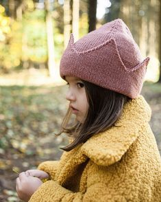 56 , 4 p r o p s amp; c r o w n s (props.crowns) Few words about crown beanies top. It consists of 6 section, so when you put it on, you don t have Knitting For Kids, Sewing For Kids, Baby Sewing, Diy For Kids, Baby Knitting, Toddler Fashion, Kids Fashion, Kids Wear, Baby Hats