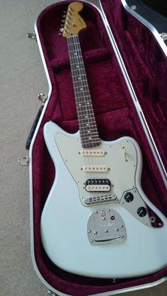 Fender Jaguarillo in vintage surf blue.