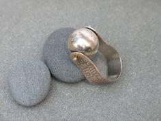 Spinning Ball Ring - rebecca chandler