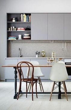 Minimal light grey kitchen, mixing Upper cabinets and open shelves /
