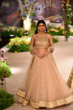 Reynu Taandon ICW 2018 collection in one word is 'wearable' fashion. Normally, in couture fashion week, one sees opulent over the top royal bridal wear. Muslim Wedding Dresses, Indian Wedding Outfits, Bridal Outfits, Indian Outfits, Indian Clothes, Indian Weddings, Party Wear Lehenga, Bridal Lehenga Choli, Indian Lehenga