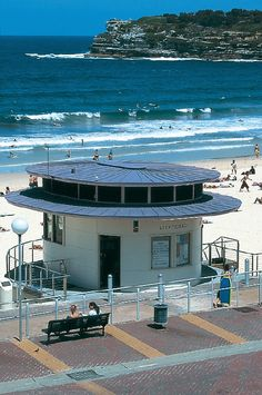 Let's go surfing - with zinc! Bondi beach lifeguard surf pavillon, Sydney (Australia) by Tanner & associates Technique: VMZ Double lock standing seam, Aspect: QUARTZ-ZINC® Bondi Beach Australia, Bondi Beach Sydney, Sydney Beaches, Sydney City, Queensland Australia, Australia Travel, Sydney Map, Western Australia, City Beach