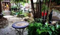 Olokuti is an eco-friendly and fair trade shop which holds a lovely tea garden located in the yard behind the store. One of the calmest outdoor spaces in Barcelona. #Barcelona #Gardens