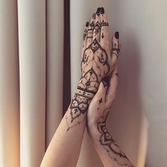 """Some kind of new #henna gloves with #dots for @gre4ka_princess  #Veronicalilu"""