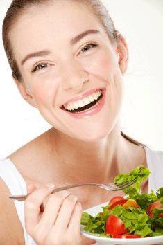 Great-Looking Skin Starts With The Right Nutrients And Herbs - Easy Health Options® Funny Salad, Skin Care Home Remedies, Fat Fighters, Health Options, Women Laughing, Keeping Healthy, Alternative Medicine, Natural Health, Natural Skin
